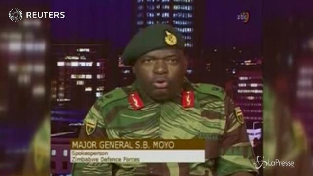"""Alta tensione in Zimbabwe, l'esercito in tv: """"Non è colpo di stato"""""""