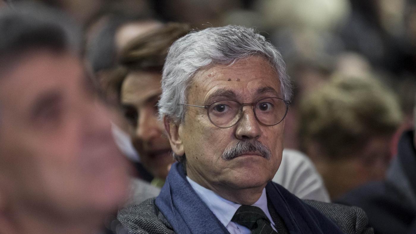 """D'Alema attacca: """"Renzi scadente imitatore di Berlusconi"""""""