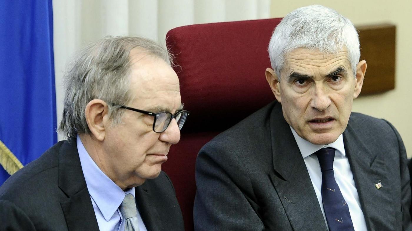 """Etruria, Padoan: """"Mai autorizzato ministri"""". M5s: """"Boschi si dimetta"""""""