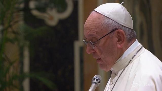 """Il Papa sul fine vita: """"Lecito sospendere le cure se non proporzionali"""""""