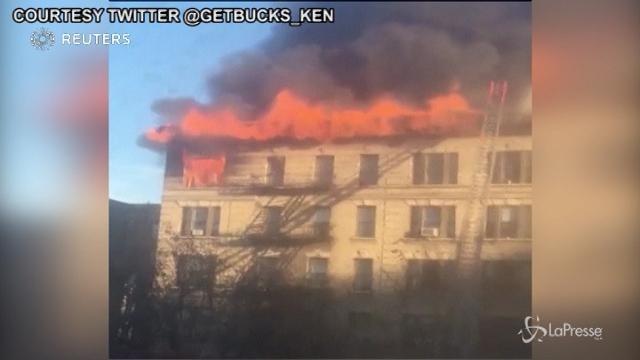 New York, incendio in un edificio residenziale di Manhattan