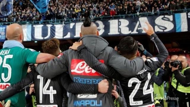 Il Napoli batte lo Shakhtar e resta in corsa Champions