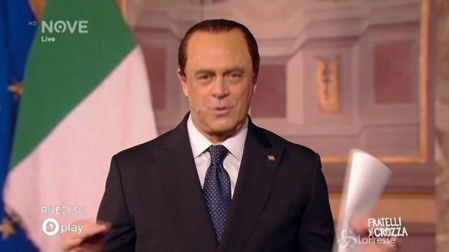 """Crozza-Berlusconi cerca voti: """"Prometto una pensione da un milione"""""""