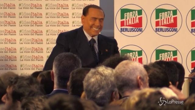 """#IdeeItalia, Berlusconi: """"Anche le suore fanno i selfie con me"""""""