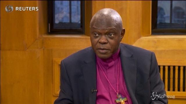 L'arcivescovo di York si rimette il collarino dopo 10 anni: un gesto per lo Zimbabwe