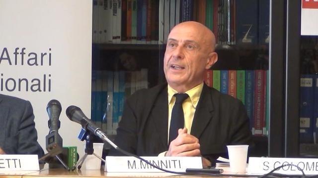 """Minniti sui migranti: """"Guardare con attenzione alla Libia"""""""
