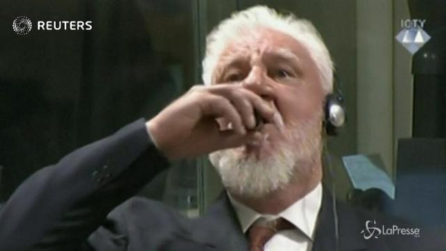 Ex Jugoslavia, condannato per crimini di guerra si avvelena durante la sentenza