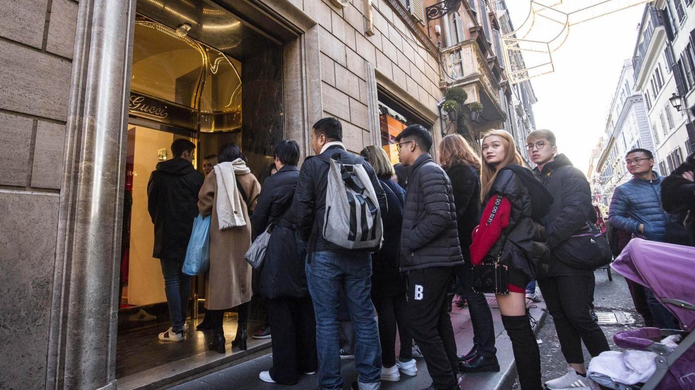Boom di consumi a Natale. Acquisti in crescita del 15,6%