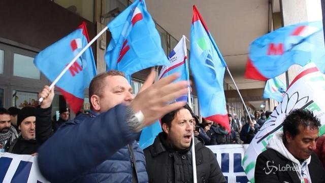 Manifestazione Ilva davanti la Regione Puglia