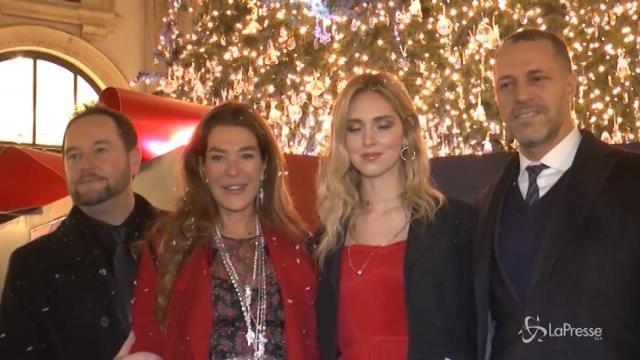 Milano, Chiara Ferragni accende l'albero di Natale di Swarovski