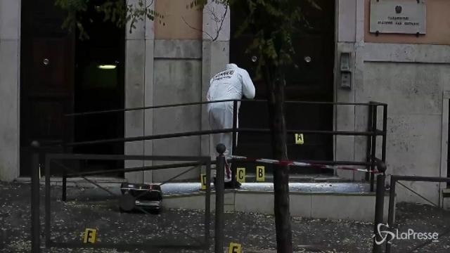 Esplosione davanti a caserma dei Carabinieri: era un ordigno rudimentale