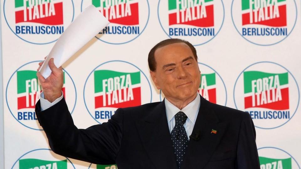 """Elezioni, Berlusconi ci ripensa: """"Ok il Jobs Act"""". E sui vaccini è scontro Salvini-Romani"""