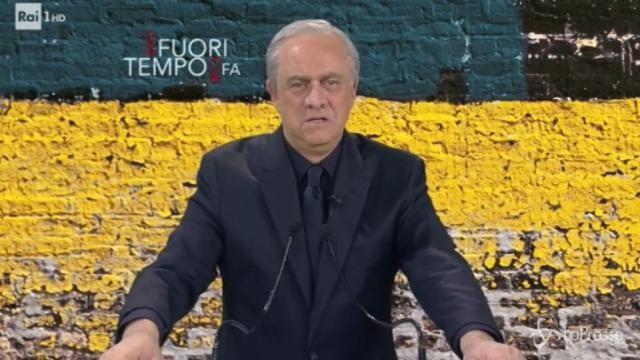"""Crozza-Grasso: """"D'Alema non mi dà ordini, basta un'occhiata per capire cosa vuole"""""""