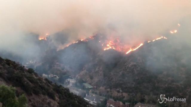 California, l'incendio Thomas continua a bruciare