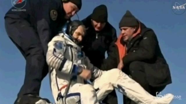 L'astronauta Nespoli rientra sulla Terra