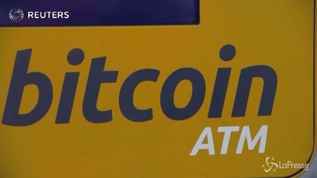 Bitcoin a picco, dimezzato il valore in 5 giorni