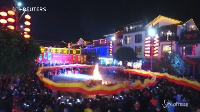 Cina, ecco la danza del drago più lunga al mondo