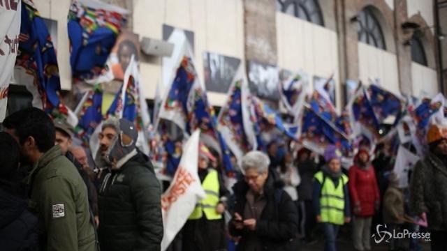 Torino, centinaia di bambini in marcia per la pace