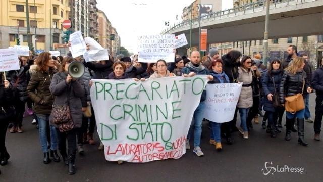 Sciopero docenti, il corteo a Milano