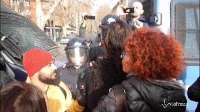 Protesta insegnanti, tensione davanti al Miur
