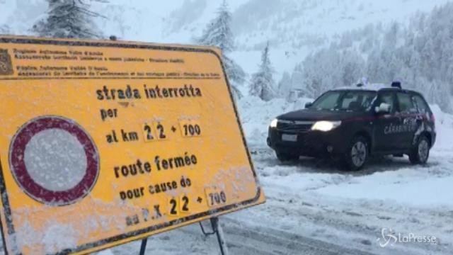 Valanghe, chiude strada per Cervinia: ai soccorsi due campionesse di snowboard