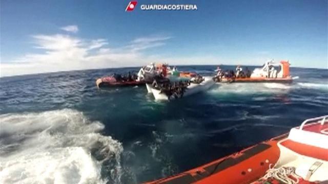 Libia, strage di migranti: affonda gommone, 50 morti
