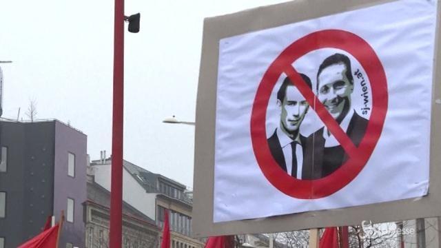 Austriaci in piazza contro il governo Kurz