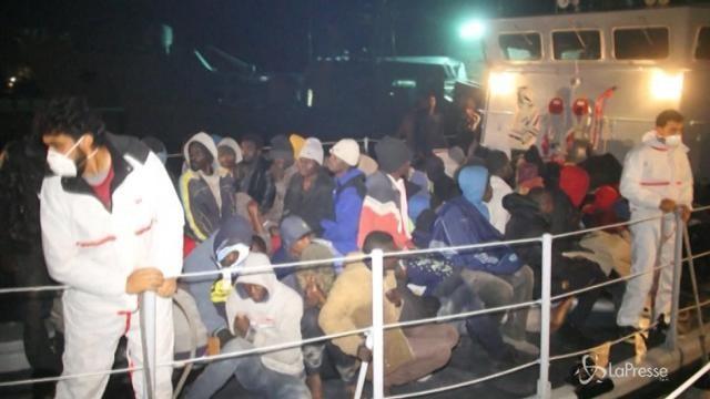 Libia, 360 migranti trovati al largo di Tripoli