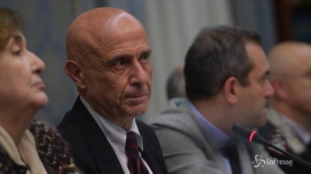 """Napoli, Minniti: """"Più uomini delle forze dell'ordine per garantire sicurezza"""""""