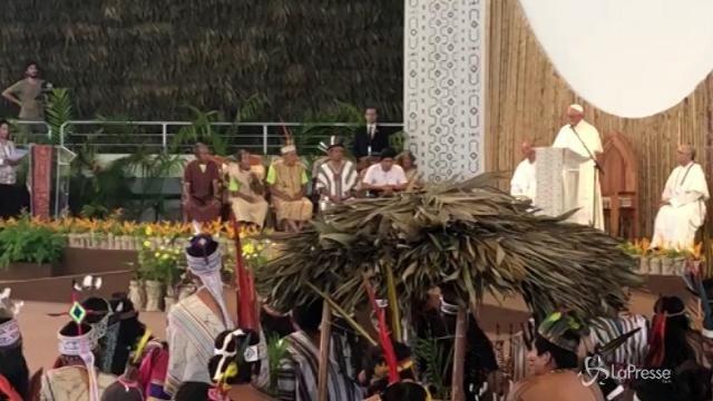 Papa in Perù incontra i popoli dell'Ammazzonia