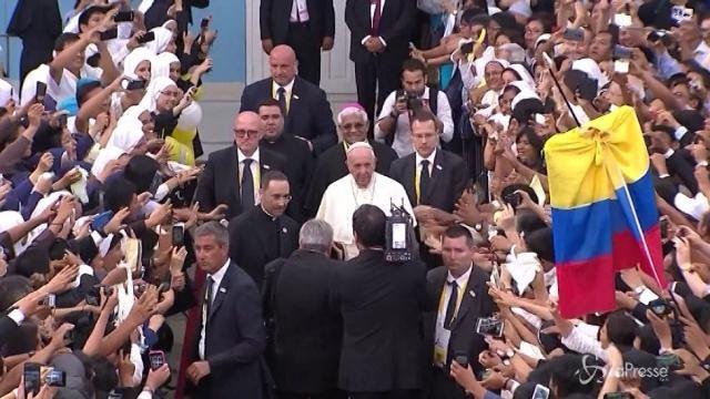 """Papa in Perù davanti a 200mila fedeli: """"Servono leggi contro il femminicidio"""""""