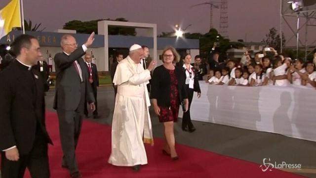Il Papa saluta il Sudamerica, oltre un milione alla messa a Lima