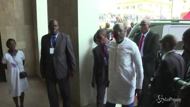 Liberia, Weah sale al potere, a messa col suo predecessore