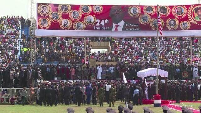Liberia, Weah nuovo presidente: giuramento allo stadio