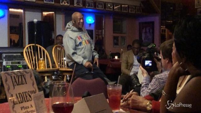 Bill Cosby torna ad esibirsi per la prima volta a tre anni dallo scandalo sessuale