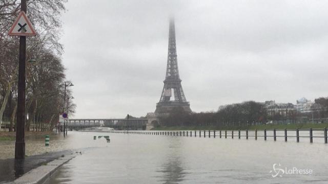 Sale il livello della Senna a Parigi: strade chiuse