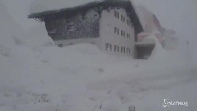 Svizzera: 13 mila turisti bloccati dalla neve