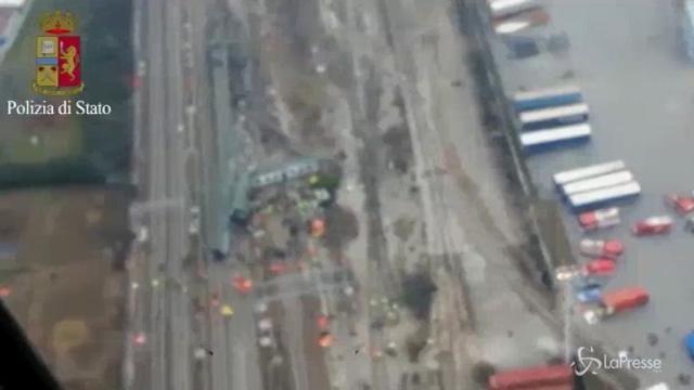 Treno deragliato, le immagini riprese dall'elicottero della polizia