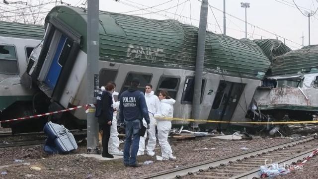 Treno deragliato: la scientifica sul luogo dell'incidente