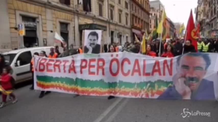 """Curdi in manifestazione a Roma: """"Libertà per Ocalan"""""""