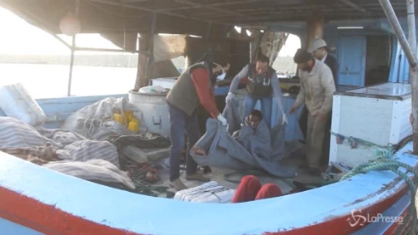 Migranti, 450 salvati a largo delle coste libiche dalla Marina di Tripoli