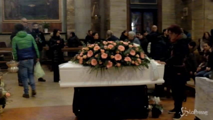 Milano, tensione in chiesa ai funerali della 19enne Jessica Faoro
