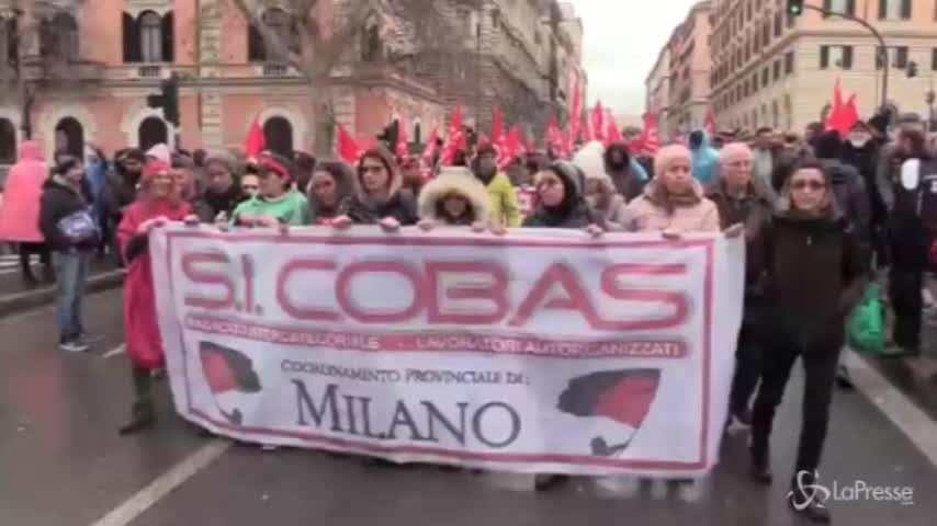 Roma, Cobas in piazza contro Jobs Act