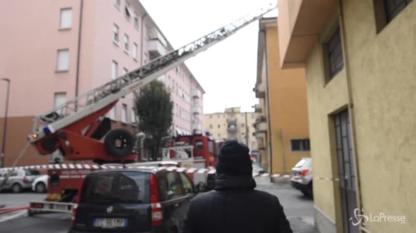 Brescia, incendio in appartamento: vigili del fuoco in azione