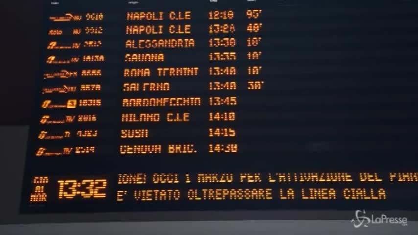 Neve, anche a Torino treni in ritardo e disagi