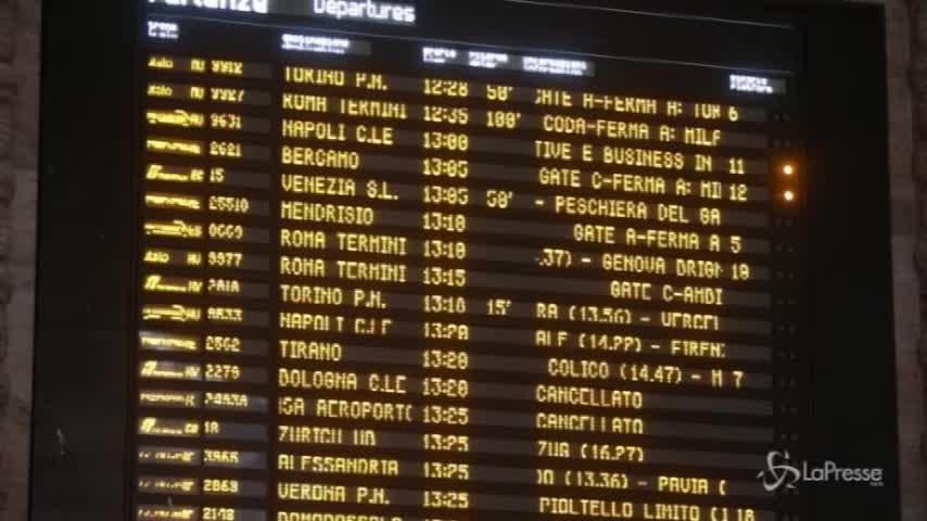 Neve, ritardi per i treni anche a Milano Centrale