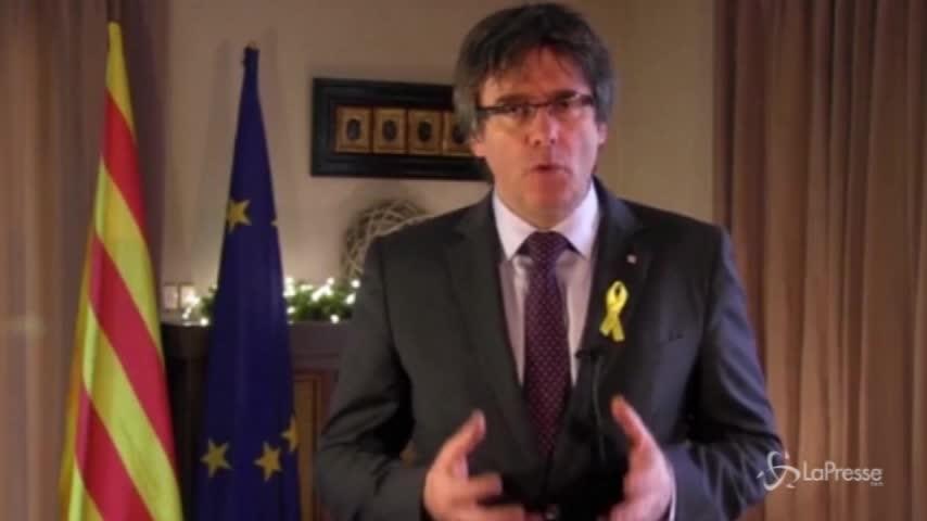 Catalogna, Puigdemont rinuncia a candidatura per la presidenza