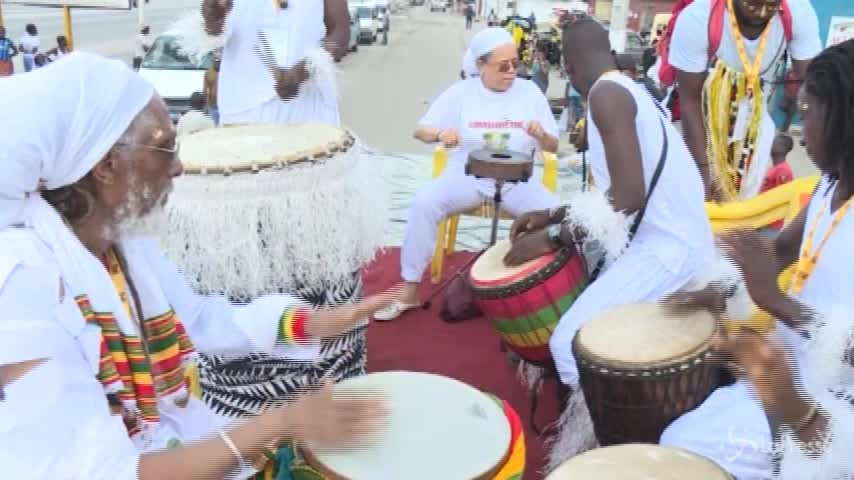 Costa d'Avorio, la parata che omaggia le arti africane