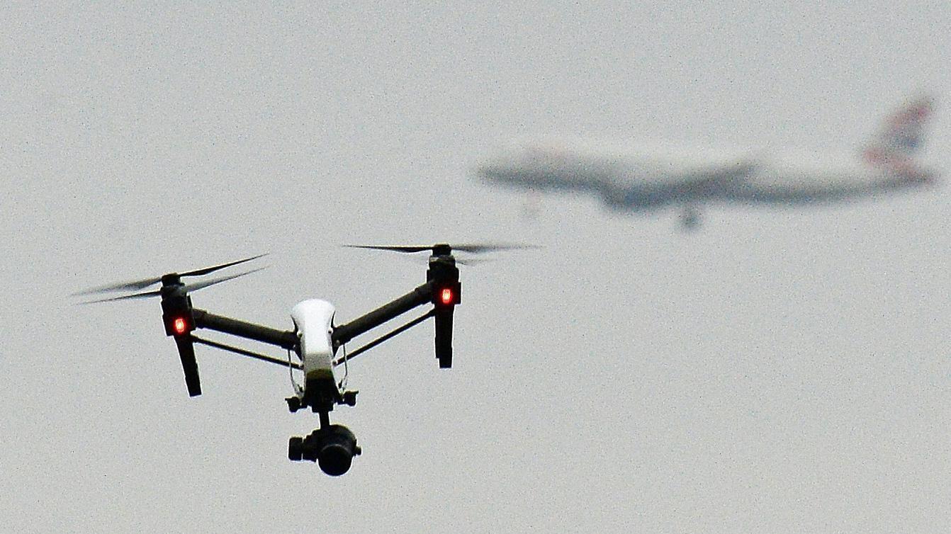 Drone in piazza San Pietro. Denunciata una turista cinese