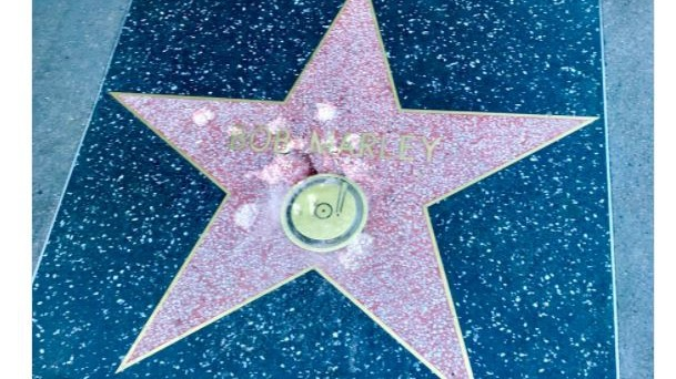Distrutta la stella di Bob Marley sulla Walk of Fame: è caccia al colpevole